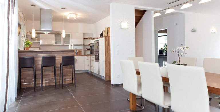 Die Küche ist offen an den Essbereich angeschlossen Copyright: Wolf-Haus