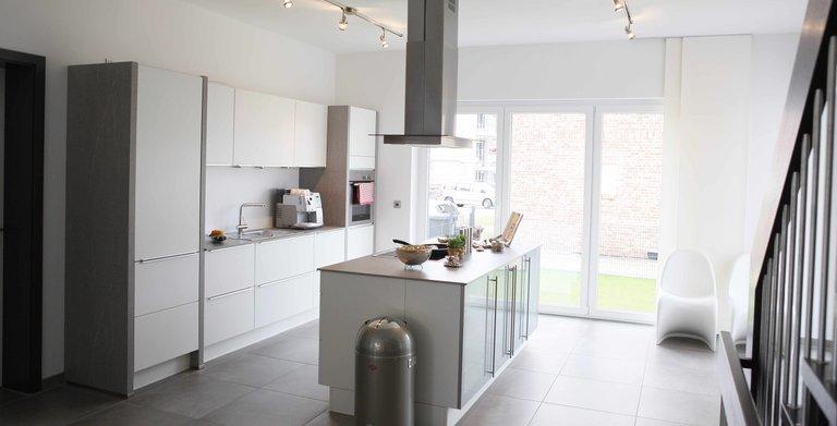 Der offene Küchen-und Essbereich bietet viel Platz für Familie und Gäste, so wird das Kochen zum gemeinsamen Erlebnis im Mittelpunkt des Hauses. Copyright: Heinz von Heiden GmbH Massivhäuser