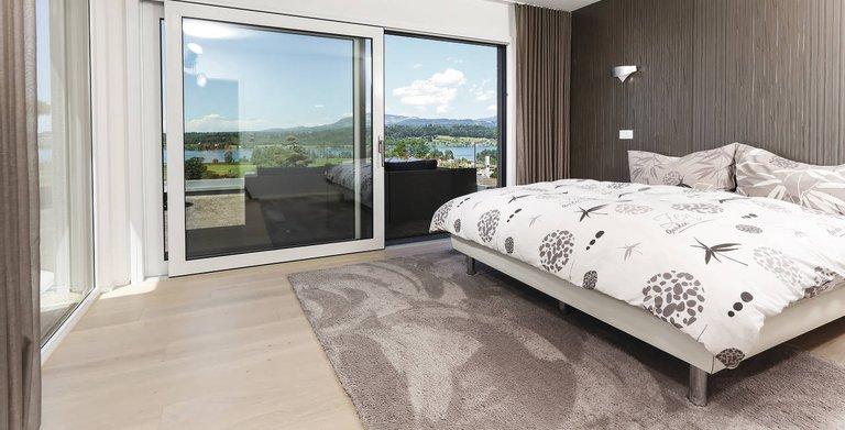 Das Schlafzimmer bietet einen direkten Zugang zur Dachterrasse Copyright: WeberHaus