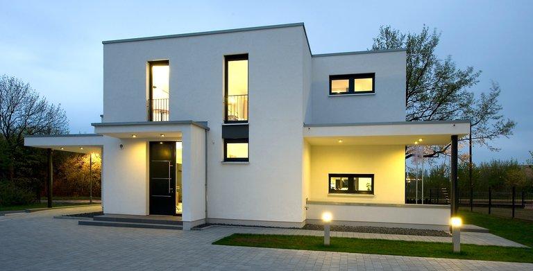 Die Energieeffizienz des Hauses wird durch den Einsatz moderner Baumaterialien und anspruchsvoller Haustechnik gewährleistet.    Copyright: Heinz von Heiden GmbH Massivhäuser