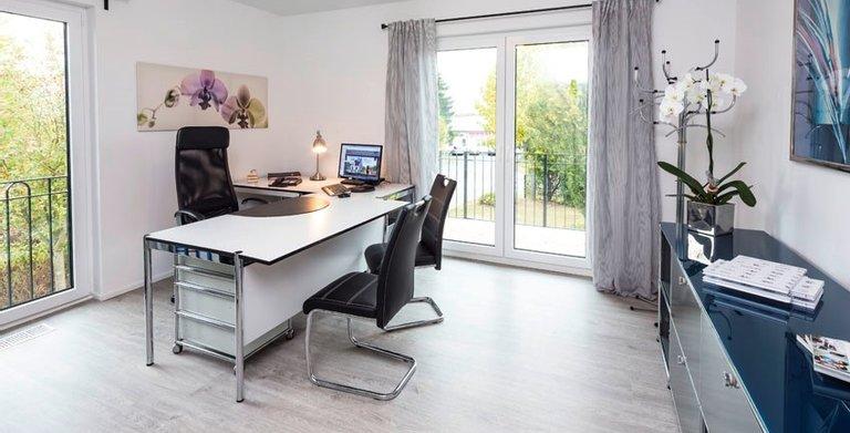 Die großen Räume im Obergeschoss können als Kinderzimmer oder als Büro genutzt werden.  Copyright: Heinz von Heiden GmbH Massivhäuser