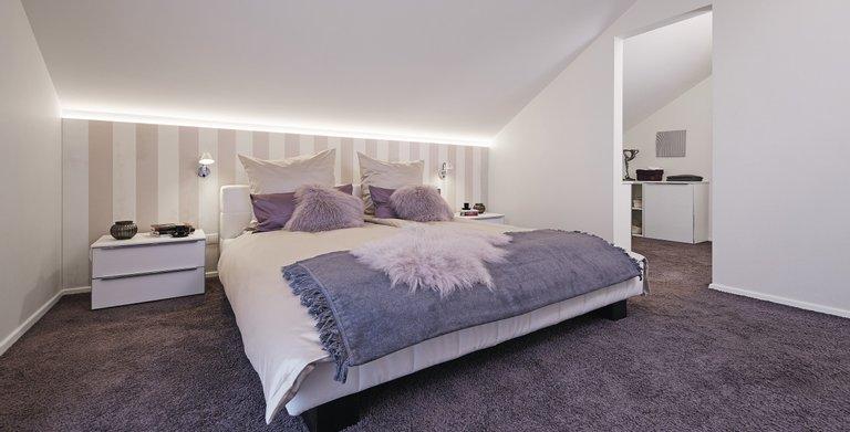 Schlafzimmer mit geräumiger Ankleide Copyright: WeberHaus
