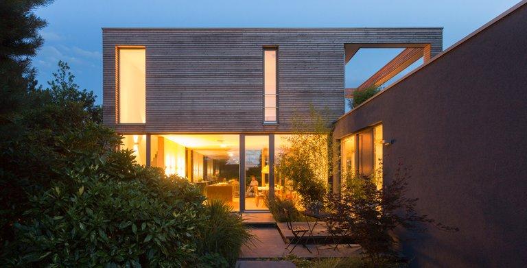 Auch Nachts ist der Garten im Einklang mit dem Designhaus.