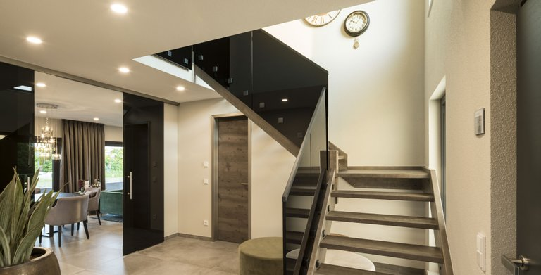 Treppe mit Glasgeländer Copyright: FingerHaus