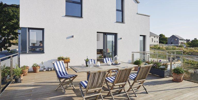 Terrasse als Vergrößerung des Wohnraumes Copyright: WeberHaus