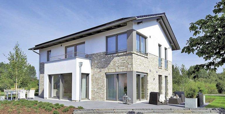 Mit Wechselfassade und symmetrisch angeordneten Fenstern bekommt das WOHNIDEE-Haus 2012 ein eigenes Gesicht. Copyright: