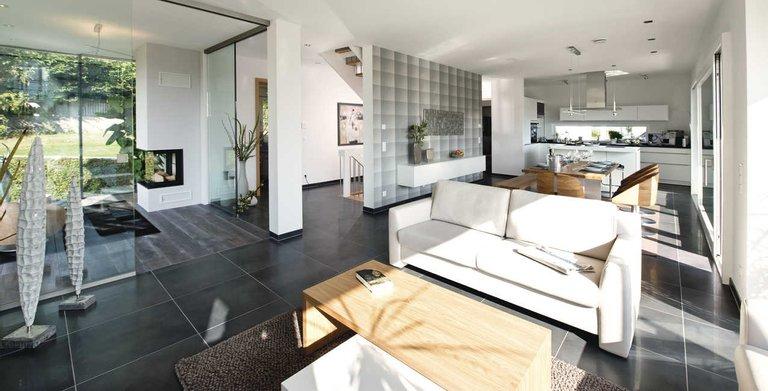 Heller Wohn- Essbereich mit offener Küche Copyright: WeberHaus