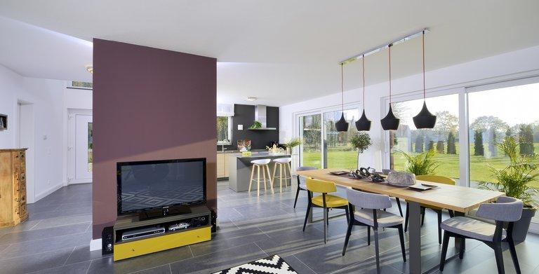 Küche, Ess- und Wohnbereich sind offen gestaltet und bilden den Lebensmittelpunkt des Hauses. Copyright: Heinz von Heiden GmbH Massivhäuser