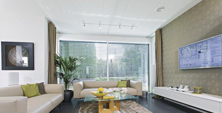 Lichtdurchflutetes Wohnzimmer Copyright: WeberHaus
