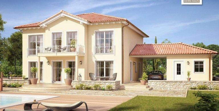 Repräsentativer Balkon und bodentiefe Fenster zum Garten hin: die Stadtvilla Aurelio von Kern-Haus. Copyright: