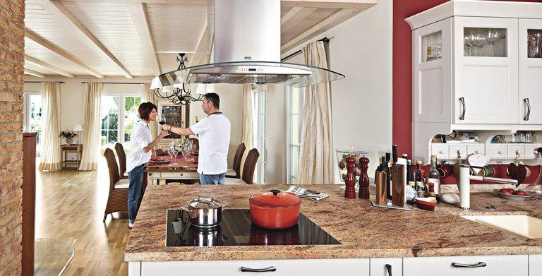 Offene Küche mit Zugang zum Esszimmer Copyright: WeberHaus