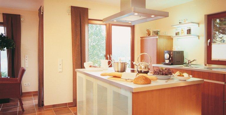 Küche mit Kochinsel Copyright: FingerHaus