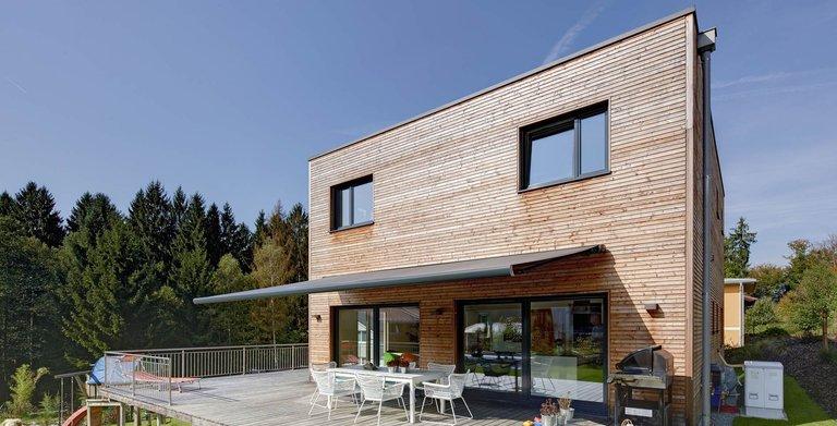 Kundenhaus gwandtner von sonnleitner holzbauwerke gmbh for Holzkubus haus