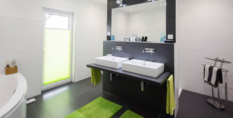 Badezimmer mit zwei Waschbecken Copyright: FingerHaus