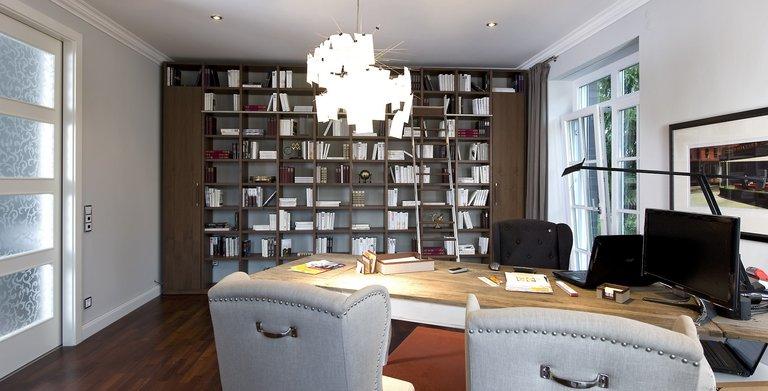 Im Erdgeschoss findet auch ein Arbeits- oder Gästezimmer mit 25 qm Platz. Copyright: Heinz von Heiden GmbH Massivhäuser