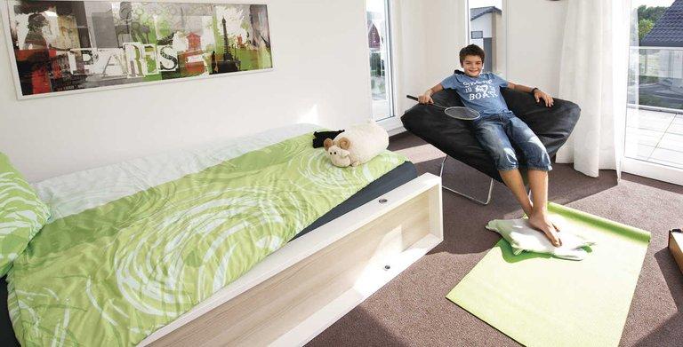 Helles Kinderzimmer mit Zugang zum Balkon Copyright: WeberHaus
