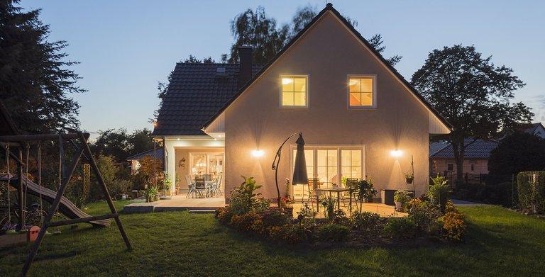 Dank individueller Planung und mit einem starken Baupartner konnte die Familie ihren Traum vom Haus verwirklichen. Copyright: Roth-Massivhaus / Gerhard Zwickert