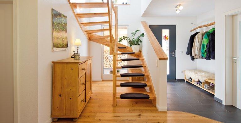 Eingangsbereich und Treppe Copyright: FingerHaus