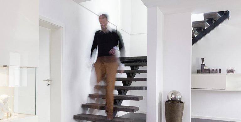 Der Treppenaufgang scheint zu schweben... Copyright: Wolf-Haus