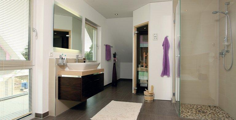 Fingerhaus badezimmer  Kundenhaus - VIO 302 von FingerHaus GmbH - hausbaubuch.info ...