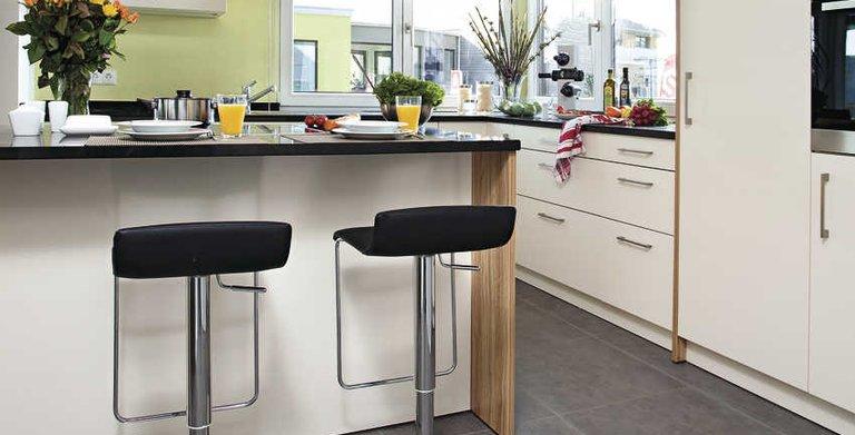 Halboffene, moderne Küche Copyright: WeberHaus