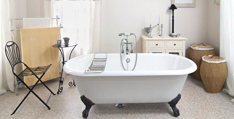 Ein wahrer Blickfang ist die frei stehende Badewanne  Copyright: WeberHaus