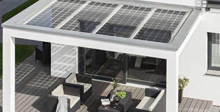 Überdachte Terrasse mit PV-Anlage Copyright: WeberHaus