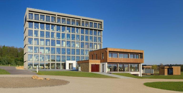 KAMPA Bauinnovationszentrum in Aalen Waldhausen mit einer über 2000m² Bemusterungsausstellung inklusive VIESSMANN Center, Bäderwelt und Küchenstudio. Copyright: KAMPA GmbH